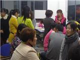 25 老师与亲切家长交流