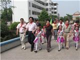 """原区委书记、现衢州市副市长朱建华""""六.一""""到校看望孩子们"""