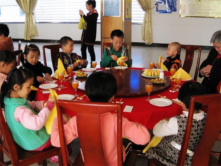 家长进课堂之儿童餐桌礼仪47
