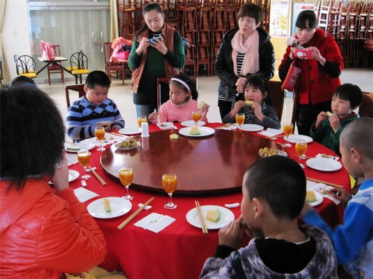家长进课堂之儿童餐桌礼仪61
