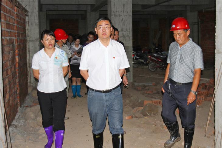 李俊督促教育工程-航天学校3花景剑摄