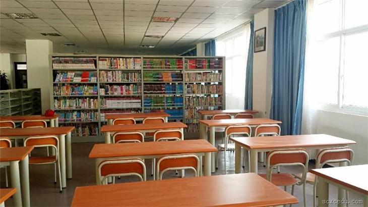 环境舒适、藏书丰富的阅览室