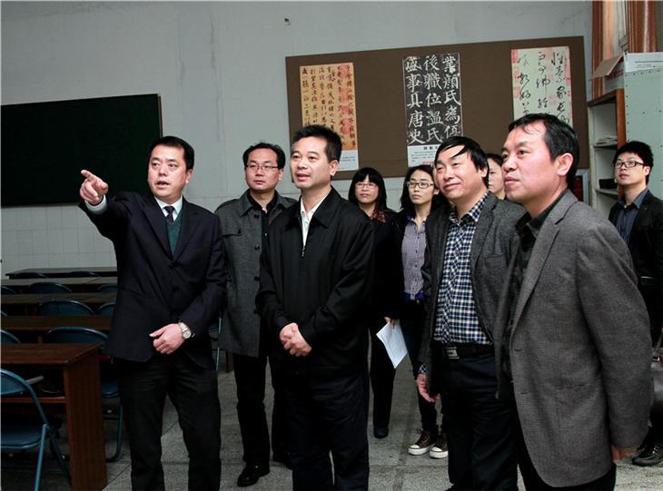 区委书记吴江平到校视察.